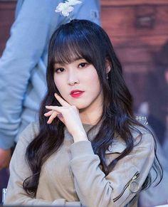 Como uma pessoa dessa consegue ser tão perfeita?    #yuju #gfriend #gfriendyuju #gfriendyerin #gfriendsowon #gfriendeunha #gfriendumji #gfriendsinb #kpop #kpopbrazil #kpopbrasil #korean #twice #redvelvet #ioi #aoa #ohmygirl