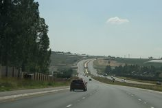 William nicol 2: The road parallel to Dainfern. This point marks the end of the metropolis area. beyond the curve, both the landscape and societal conventions alter dramatically.
