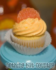 Easy Fresh Orange Cupcakes with Orange Butter Cream Frosting Recipe by - Key Ingredient Cupcake Wars, Cupcake Frosting, Buttercream Frosting, Frosting Recipes, Cupcake Recipes, Dessert Recipes, Orange Buttercream, Orange Cupcakes, Yellow Cake Mixes