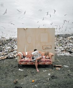 Very creative and smart photographs by an award winning photographer Geof Kern. Very creative and smart photographs by an award winning photographer Geof Kern. Creative Portraits, Creative Photography, Portrait Photography, Fashion Photography, Film Scene, Cinematic Photography, Postmodern Photography, Photo Images, Montage Photo