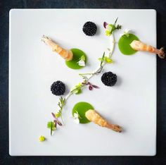 Odd numbers of items. Modernist Cuisine, Plate Presentation, Food Decoration, Molecular Gastronomy, Edible Art, Culinary Arts, Perfect Food, Creative Food, Food Design