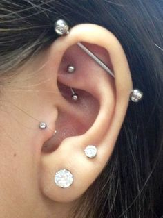 Piercing is one of the ancient styles that had never lost its popularity. Even the trends had forced men to go for piercing. One of the popular piercing styles Tragus Piercings, Piercing Tattoo, Piercing Girl, Faux Piercing, Piercing Orbital, Cute Ear Piercings, Multiple Ear Piercings, Body Piercings, Cartilage Earrings