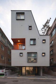 【송파 상가주택】 전원을 품은 도심 속 작고 하얀 집 '소소채' Architecture Design, Facade Design, House Design, Style At Home, Building Exterior, Building A House, Rammed Earth Homes, Casa Loft, Modern Townhouse