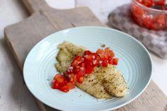 Wij hadden wel zin in een zomers gerechtje en daar is dit recept uitgekomen: Italiaans gekruide vis met tomatensalsa. Het is een super lekker recept en niet moeilijk te bereiden. Serveer er bijvoorbeeld (gebakken) aardappeltjes bij en smullen maar! Recept voor 2 personen Tijd: 25 min. Benodigdheden: 2 pangafilet (of een andere vissoort) 2 tl...Lees Meer »