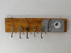 Schlüsselbrett+aus+Holz,+Hakenleiste,++Vogelmotiv+von+Schlueter-Home-Design+auf+DaWanda.com