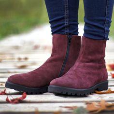 Perfekt für den Herbst: Unsere Boots mit echtem Lammfell. 😊 (Art. NUO791   CHF 298) Gibt es auch noch in taupe und blau. Chelsea Boots, Ankle, Shoes, Fashion, Fall 2016, Blue, Moda, Zapatos, Wall Plug