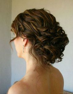 This but with all hair pulled back. (And maybe the curls pinned in closer?)