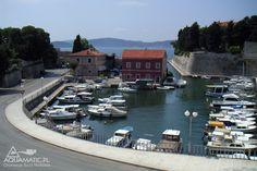http://divingpag.com/  Nurkowanie w Chorwacji na wyspie Pag to wspaniałe i przyjemne zajęcie, aczkolwiek od wszystkiego trzeba odpocząć ;) Spacerom po wyspie Pag towarzyszą takie oto widoki. Piękne rozległe porty i prywatne łodzie po całej długości brzegów. Zapraszamy na wakacje na wyspie Pag w pięknej Metajnie. http://divingpag.com/