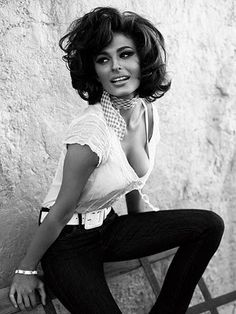 Words of wisdom from Sophia Loren. This actually ISN'T Sophia Loren. Just a model who is lucky enough to resemble Loren. Divas, Timeless Beauty, Classic Beauty, True Beauty, Iconic Beauty, Beauty Full, Real Beauty, Beauty Tips, Guess Ads