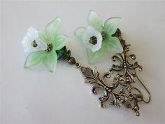Orchid Chandelier Earrings Lucite Green Flower von DanglingDesigns