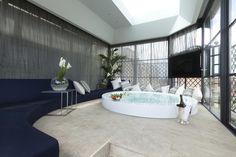 Jacuzzi Pool - Roman Penthouse