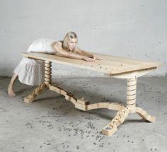 Marbelous tisch massivholz ahornholz murmelbahn design