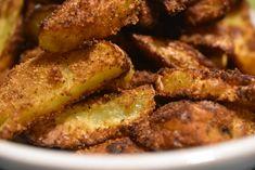 Idag skal du høre om de lækreste pommes frites jeg nogensinde har lavet! Halløj hvor er de altså bare gode og de er bare så nemme at lave, at du tror det er lyv. Kartoflerne bliver sprøde, lækre