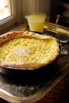 A puffed Dutch pancake with lemon syrup! for the dutch baby: cup butter 6 large eggs 1 and cups milk 1 and cups all-purpose flour for the lemon syrup: juice of two lemons powdered sugar What's For Breakfast, Breakfast Pancakes, Pancakes And Waffles, Breakfast Dishes, Breakfast Recipes, Baby Pancakes, Dutch Baby Pancake, German Pancakes, Puffy Pancake