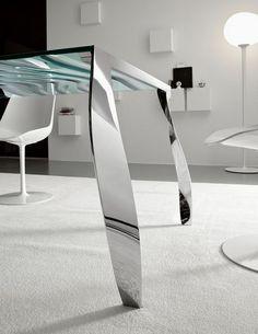Salone del Mobile - 2011: романтический обеденный стол от Tonelli.