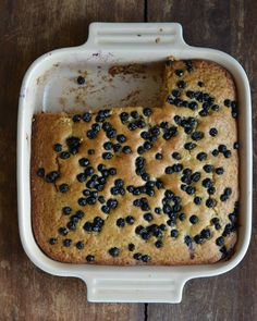 Snack Cake with Applesauce & Blueberries, sub flour for spelt or buckwheat and veg oil for olive or coconut Applesauce Cake Recipe, Baking With Applesauce, Healthy Dessert Recipes, Delicious Desserts, Snack Recipes, Healthier Desserts, High Altitude Baking, Cake Recipes From Scratch, Pudding