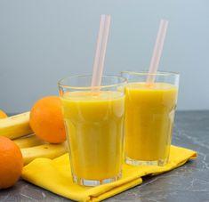 Mango-Orange Smoothie mit Banane Mango-Orange smoothie with banana Mango-Orange smoothie with bananaStrawberry banana smoothie with extra vitamin C.Smoothie with banana and strawberry whirl Mango Orange Smoothie, Mango Smoothies, Healthy Smoothies, Smoothie Bol, Smoothie Fruit, Smoothie Mixer, Lunch Smoothie, Strawberry Smoothie, Smoothies Banane