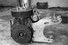 PHOTOS de COURSES 1950 / 1960 – Le Blog de François Fernandez Manx, Bugatti, Courses, Motorcycle, Blog, Vintage, Sculptures, Motorbikes, Motorcycles
