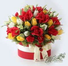Букеты из конфет в НОВОСИБИРСКЕ Paper Bouquet, Paper Flowers, Floral Arrangements, Diy And Crafts, Floral Wreath, Wreaths, Table Decorations, Origami, Modern