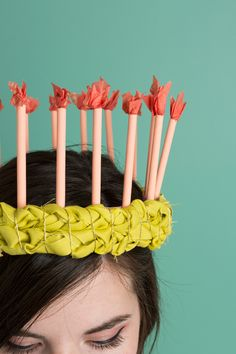 http://thehousethatlarsbuilt.com/2014/09/diy-birthday-candle-crown.html/