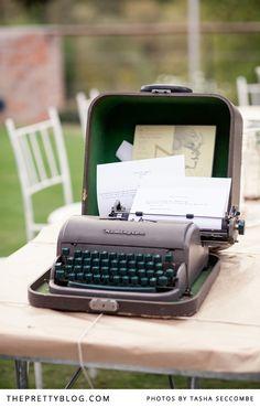 Vintage type writer | Photographer: Tasha Seccombe Photography