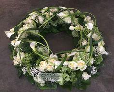 Wreath with white Calla Bleuel Antweiler Calla, Funeral Flowers, Flower Arrangements, Floral Wreath, Wreaths, Inspiration, Blog, Urn, Flowers