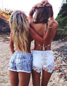 Best friends at the beach! The Beach, Beach Babe, Summer Beach, Beach Pics, Looks Style, Looks Cool, My Style, Boho Style, Boho Chic