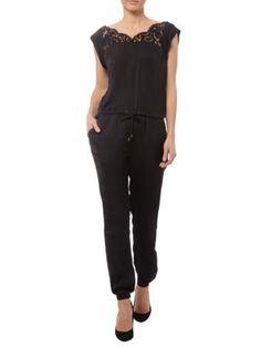 REVIEW Jumpsuit mit Besatz aus floraler Spitze in Schwarz | FASHION ID Online Shop