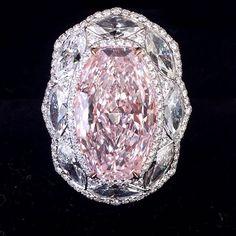 Mozafarian Stunning Pink Diamond Ring