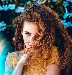 25 Best Curly Hairstyles For Women - 12 quotes ideas Portrait Photography Poses, Dance Photography, Photography Women, Beauty Photography, Cute Curly Hairstyles, Curly Hair Styles, Sofie Dossi, Shotting Photo, Foto Pose