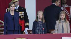 Familia Real Española: Doña Letizia y sus hijas, discretas y previsibles en el Día de la Fiesta Nacional. Blogs de Reina Letizia