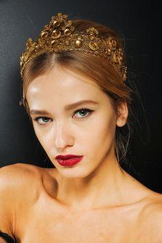 Liner et bouche carmin chez Dolce & Gabbana