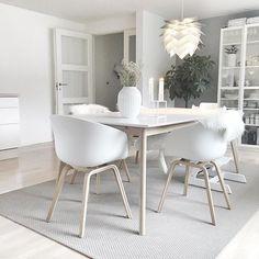Une #déco #scandinave pour la salle à manger ! #décoration #blanc #nordique #maison #appartement http://www.m-habitat.fr/par-pieces/salon-et-salle-a-manger/idees-deco-pour-votre-salle-a-manger-2637_A