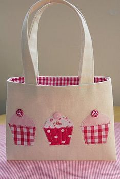 Cupcake tote bag - not a link to a pattern or tutorial; Pinned because it is cute and would be easy to copycat.