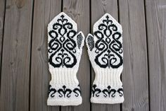 Knitted Mittens Pattern, Knit Mittens, Knitted Gloves, Knitting Patterns, Textiles, Wrist Warmers, Fair Isle Knitting, Happy Socks, Signs