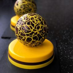 """There is a """"fantasy universe"""" hidden in the cake. Each cake is a unique piece of art. - Page 11 of 56 - zzzzllee Pastry Art, Pastry Chef, Valrhona Chocolate, Cookie Brownie Bars, Easter Cupcakes, Plated Desserts, Food Plating, Food Design, Fun Desserts"""