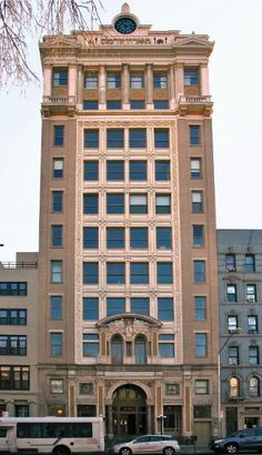 The Forward Building located at 175 East Broadway is a NYC condo consisting of 10 floors with 29 apartments converted in 2006