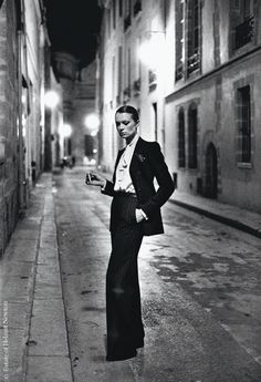 L'exposition Helmut Newton à Los Angeles http://www.vogue.fr/culture/a-voir/diaporama/l-exposition-helmut-newton-a-los-angeles/14223