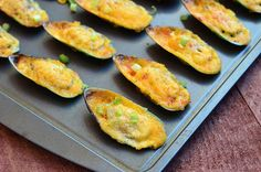 Baked Mussels with Sweet Chili-Mayo. Mussels are topped with mayo cheese and sweet chili sauce mixture and then baked til golden and bubbly Seafood Appetizers, Seafood Dishes, Fish And Seafood, Seafood Recipes, Appetizer Recipes, Cooking Recipes, Shellfish Recipes, Seafood Boil, Baked Mussels