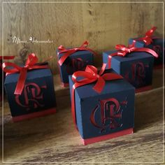A imagem pode conter: texto Ronaldo, Gift Wrapping, Birthday, Gifts, Soccer Birthday Parties, Soccer Party, 8th Birthday, Fiesta Party, Photos