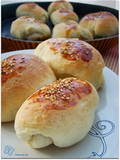 sokak poğaçası Ramadan Desserts, Tea Time Snacks, Pastry Art, Pan Dulce, Crescent Rolls, Turkish Recipes, Appetizers For Party, Baby Food Recipes, Bakery