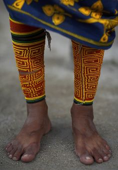 KUNA LEGS. Witchup Huala Island. Kuna Yala Province. Panamá.  |  Kuna Legs. Kuna is a tribe of indigenous people in Panama & Colombia. They are famous for their molas a textile art using methods of applique and reverse applique. | © Sune Wendelboe