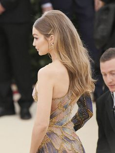 Gigi Hadid, Thanks for Making It Really Easy to Copy Your Met Gala Hair – Fantasía – Haare Hairstyles With Bangs, Pretty Hairstyles, Wedding Hairstyles, Evening Hairstyles, Red Carpet Hairstyles, Sleek Hairstyles, Model Hairstyles, Ball Hairstyles, Bobby Pin Hairstyles
