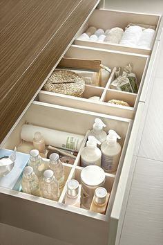bathroom storage ideas - Re-organize your towels and toiletries during your next round of spring cleaning. Check out some of the best small bathroom storage ideas for Diy Bathroom Decor, Bathroom Interior Design, Bathroom Furniture, Small Bathroom, Bathroom Ideas, Diy Furniture, Furniture Storage, Peach Bathroom, Small Bathtub