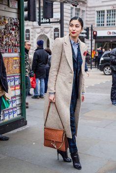 Mit den Clips von La Loria auch möglich: Accessoire-Trend: Brosche statt It-Bag
