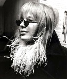 Some Monday inspiration: Marianne Faithful and her heart-shaped sunnies.
