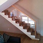 Schody drewniane na betonie