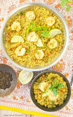 Low-Carb Curried Riced Cauliflower With Shrimp - Living Sweet Moments This delicious Curried Riced Cauliflower recipe with shrimp is low carb, paleo and keto friendly. Ready in 20 minutes for a quick weeknight dinner idea. Keto Shrimp Recipes, Cauliflower Recipes, Cauliflower Rice, Low Carb Recipes, Cooking Recipes, Healthy Recipes, Healthy Options, Rice Recipes, Salad Recipes