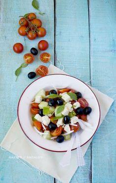28 Recetas de Ensalada Griega: La dieta del Ultramaratonista Scott Jurek Blue Food, Caprese Salad, Scott Jurek, Food Photography, Oatmeal, Salads, Healthy Recipes, Healthy Food, Homemade