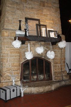 Starved Rock IL wedding reception, black and white color theme with frames and polka dot and houndstooth patterns